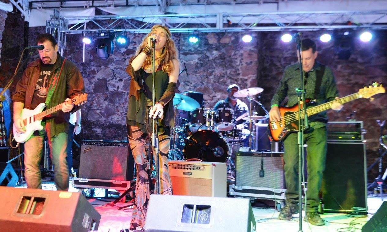 Maylee Thomas Band
