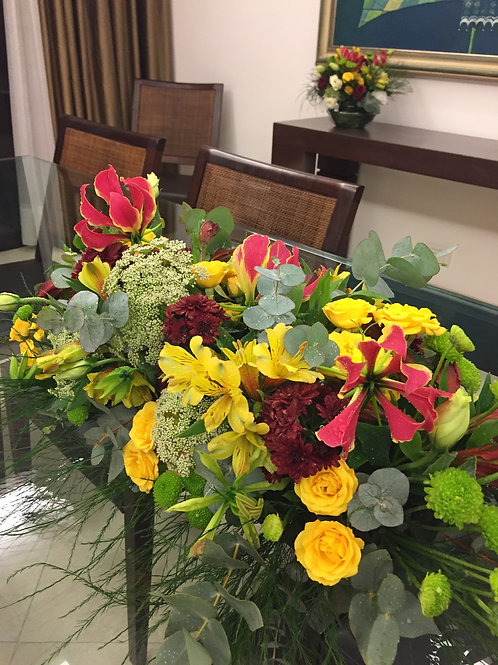Centro de Mesa com flores da época