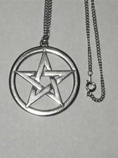 Interwoven pentagram