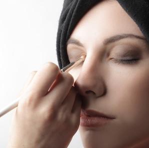 ¿Utilizas Maquillaje a diario? Te damos consejos para no tener problemas en los ojos.