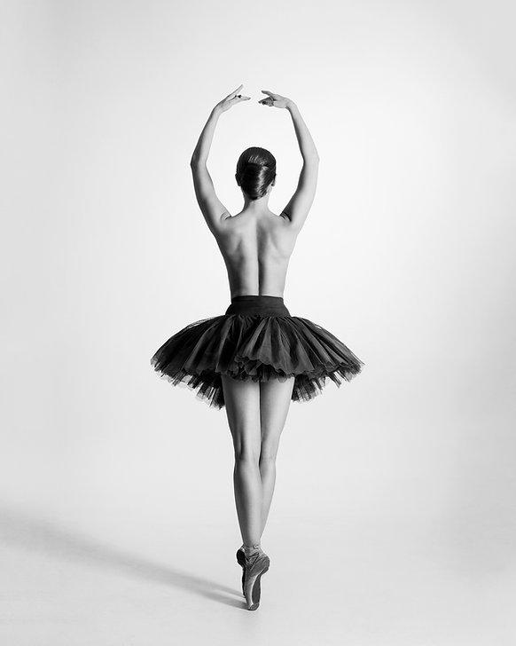 Bild zeigt Ballerina mit anklickbaren Buttons die zu den Erklärungen der jeweiligen Schmerzen führen.