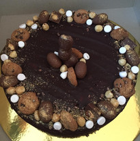 Chokolade kage med påske pynt