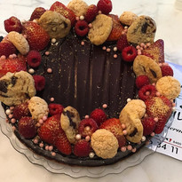 Chokolade kage med pynt