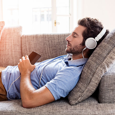 relaxation man headphones_ThinkstockPhot