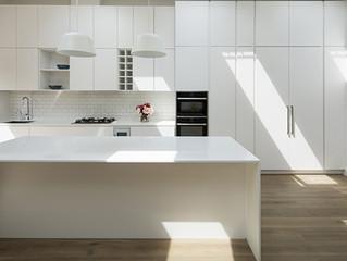 Белая кухня: преимущества и недостатки.