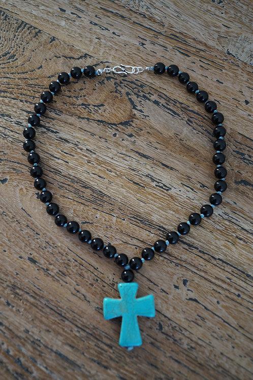 Collier en Onyx noire et croix en Howlite bleu