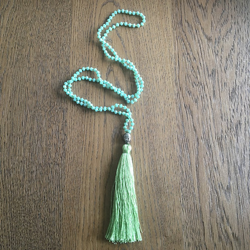 Necklace light green