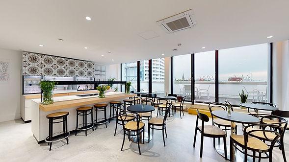 Hamburger-Ding-Thonet-Cafe.jpg