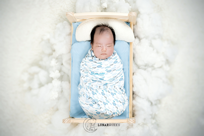 Newborn-Sleeping-Bed-Photography