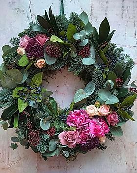 Making-a-Contemporary-Christmas-Wreath.j