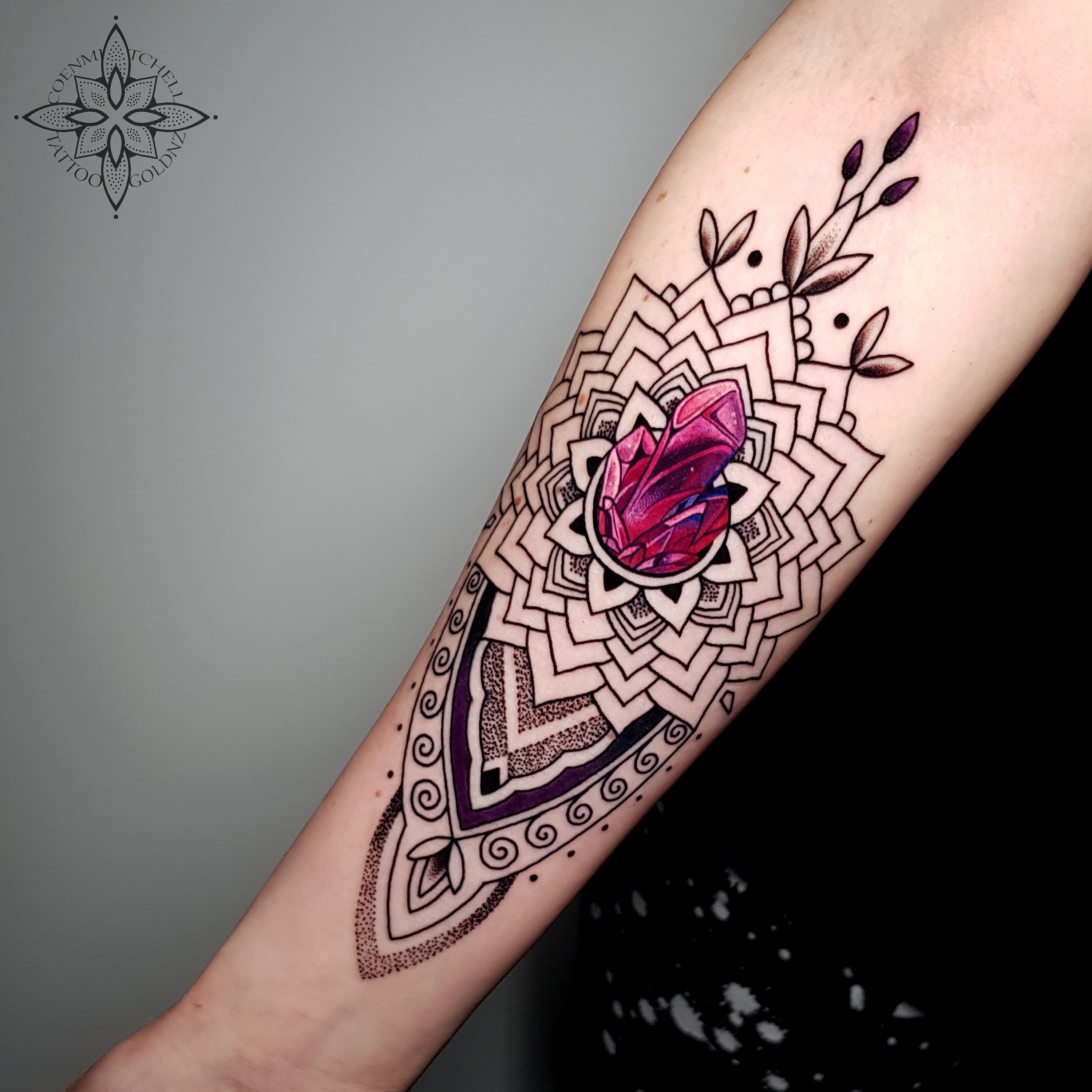 Coen Mitchell Tattoo Gold [Tattoo Gallery-Mosaic Flow]