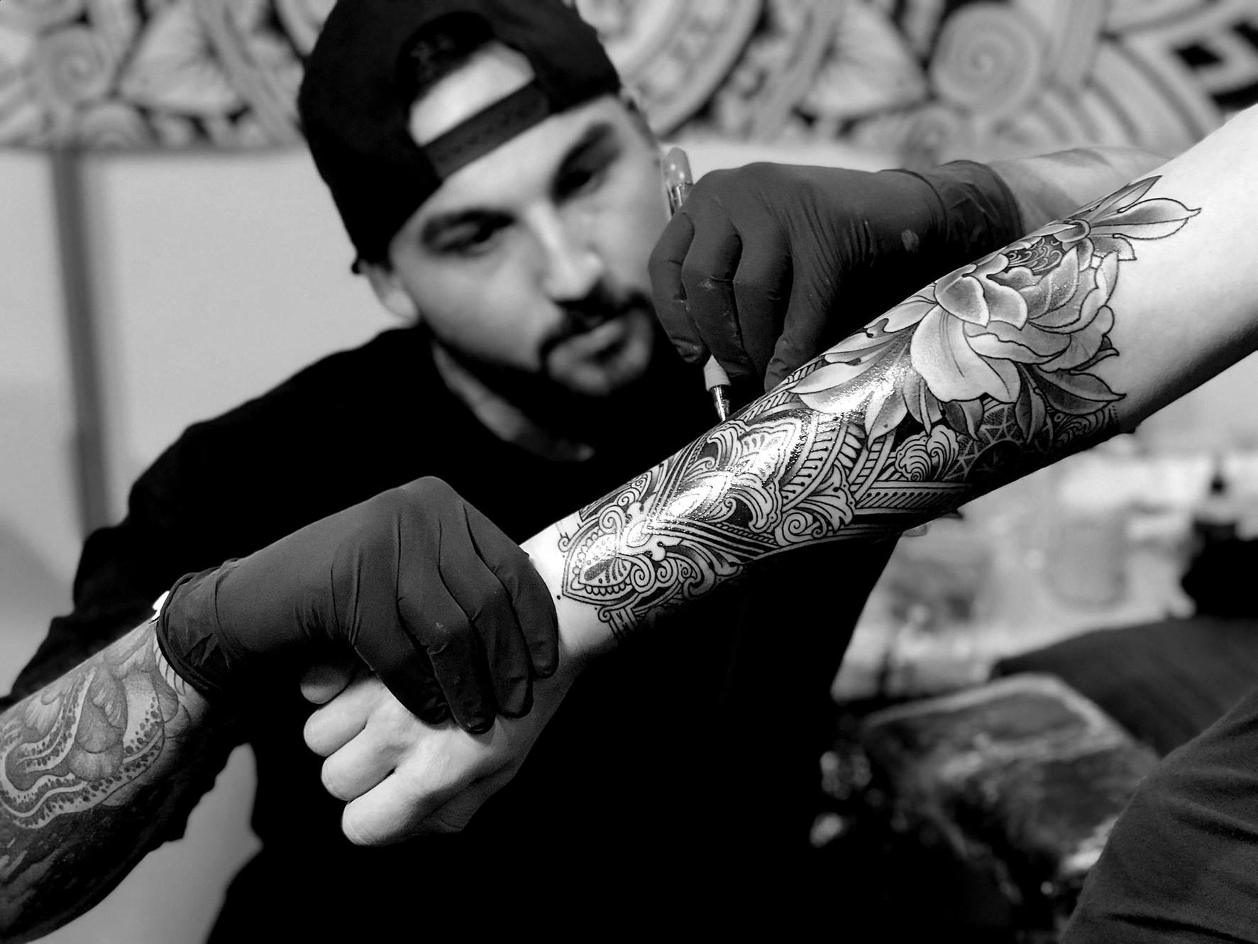 Coen Mitchell Tattoo Gold Home