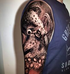 Tattoo Gold Best tattoo Studio Auckland TakapunaB7737BE2.jpe