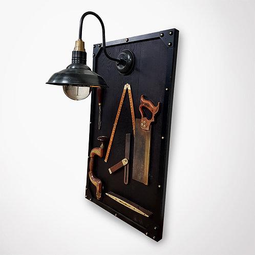 Tableau luminaire et outils ébénisterie