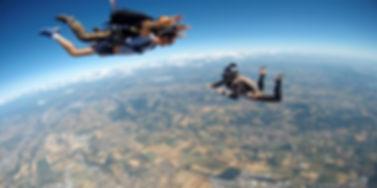 af para saut en parachute dans les alpes