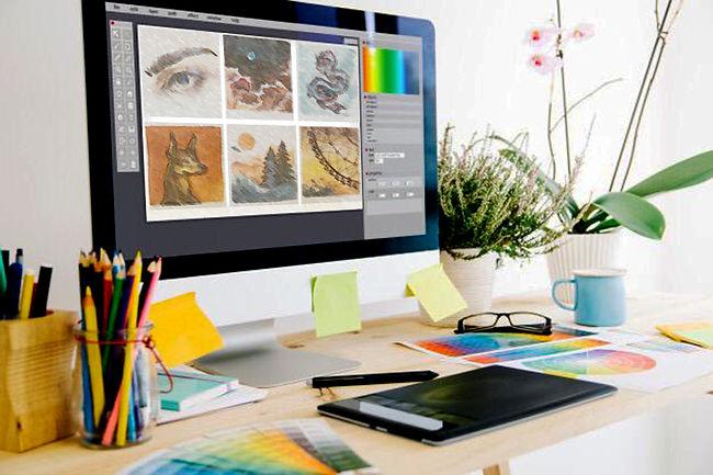 Стол дизайнера с картинками.jpg