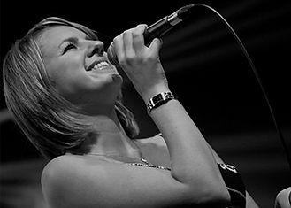 Joy E - Piano Vocalist