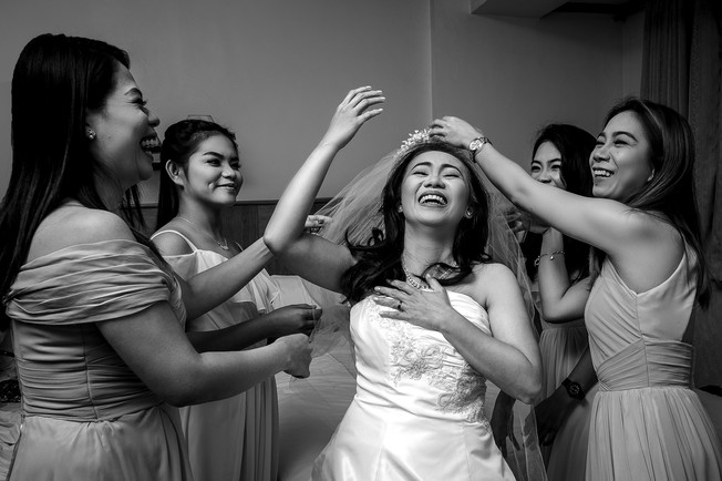 Shele with bridesmaids