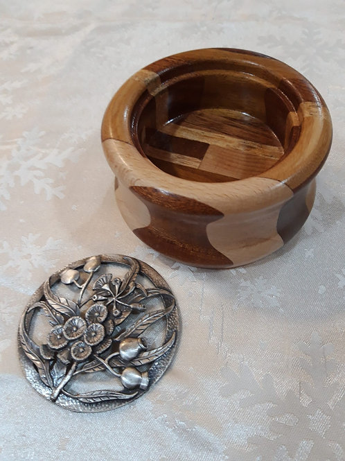 Potpourri dish in a mixture of woods