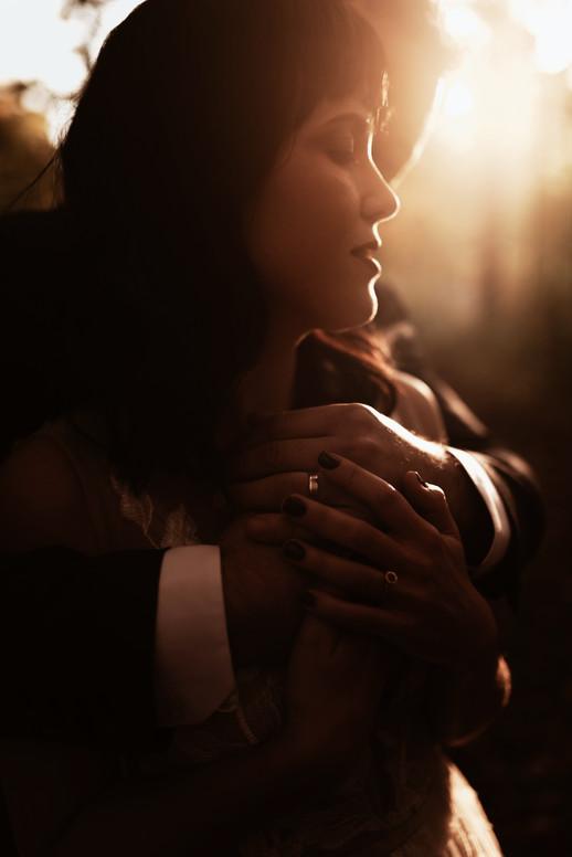 SurInvitationSeulement_JessicaGrenonPhotographe_Couple-12_GoldenHour
