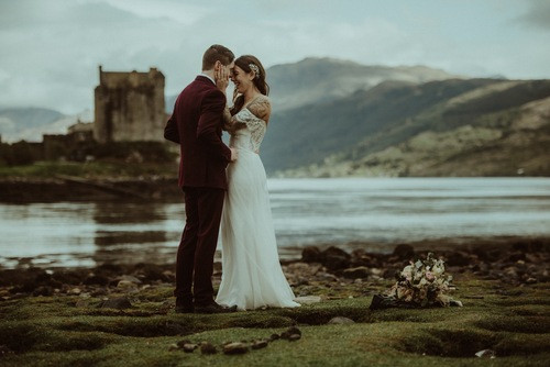 Scotland-Castle_Elopement-by-Gabrielle-Desmarchais