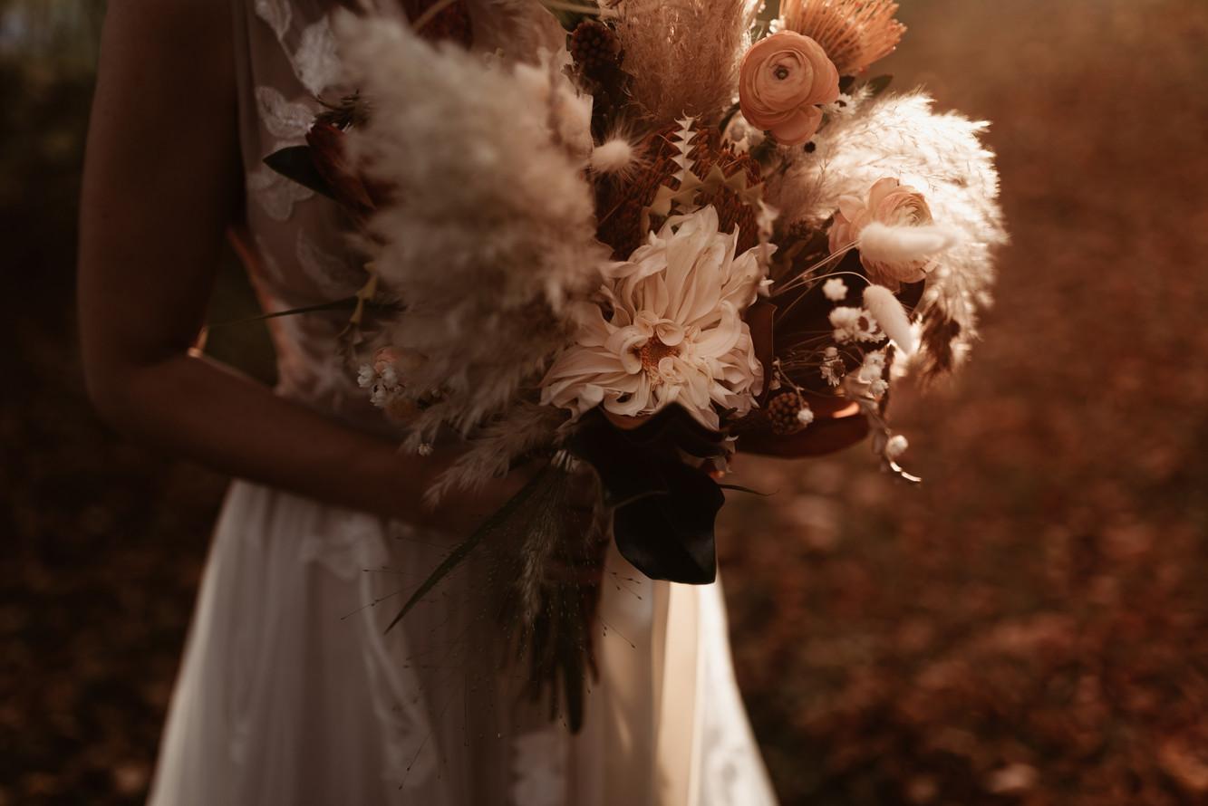 SurInvitationSeulement_JessicaGrenonPhotographe_Bouquet-02_GoldenHour