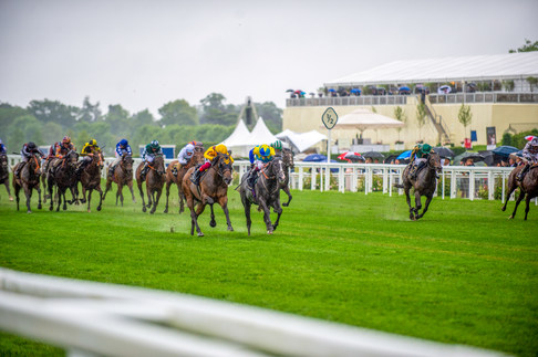 Oisin Murphy on Dragon Symbol and Frankie Dettori Campanelle battling it out