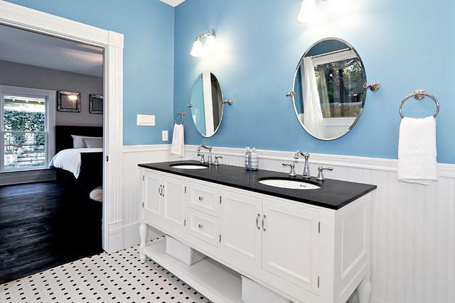 avenue-b-developement-austin-bathroom-1.