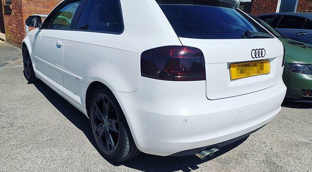 Dark smoked rear lights.jpg