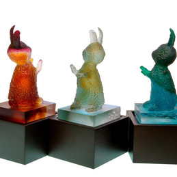 Material: Glass and Wooden Base Dimensions: 10 cm x 10 cm x 25 cm