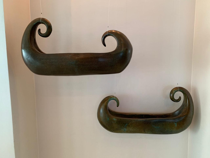Material: Bronze Dimensions: 100 cm x 22 cm x 35 cm