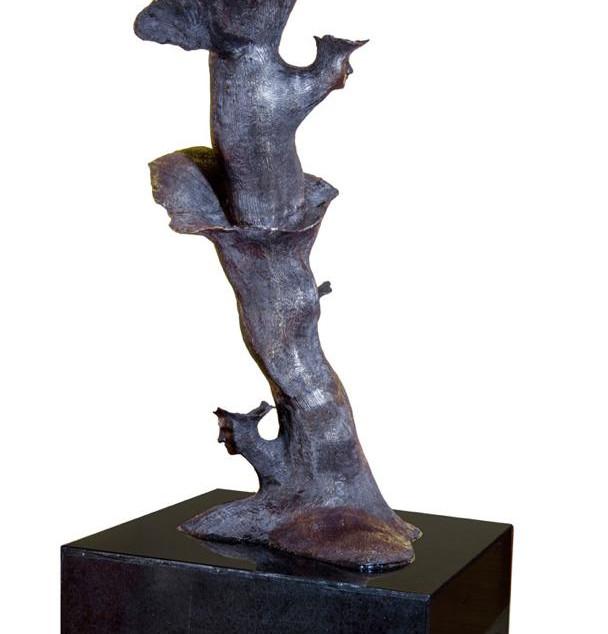 Material: Bronze and Granite Base Dimensions: 75 cm x 75 cm x 150 cm