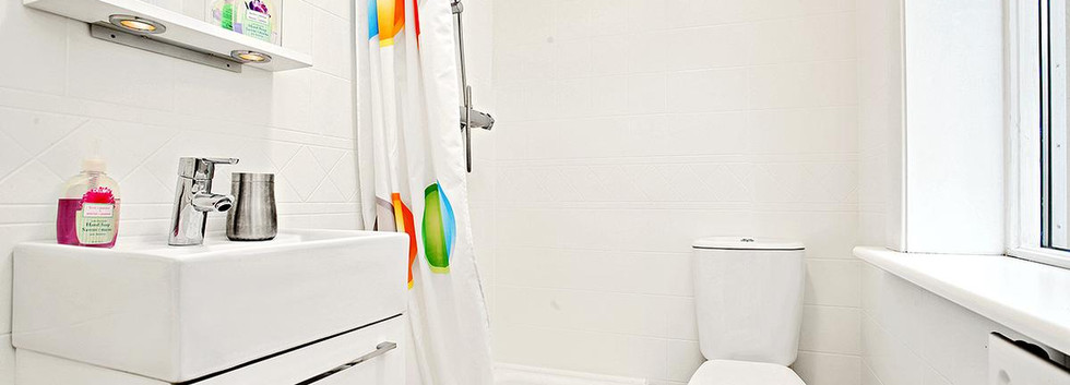 1C bathroom.jpg