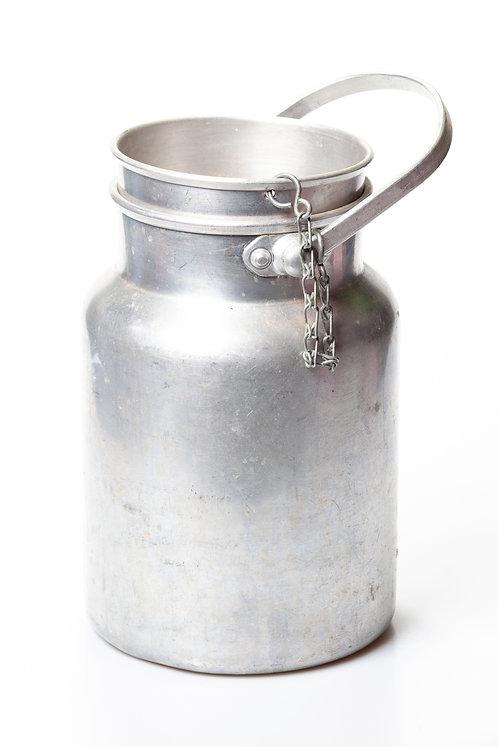 Pot au lait en aluminium
