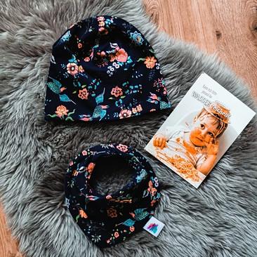 1601479158909-Blau Muster Blumen Mütze+