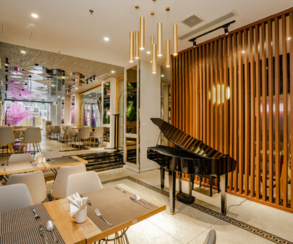 6 White Balance Warm Restaurant.jpg