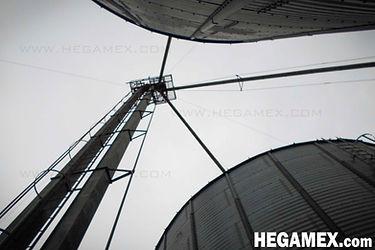 Elevador de cangilones para el transporte o manejo de materiales a granel.
