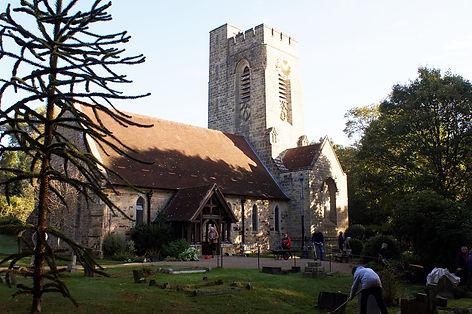 Fairwarp-Churchyard-clean-up-1-1200x798.
