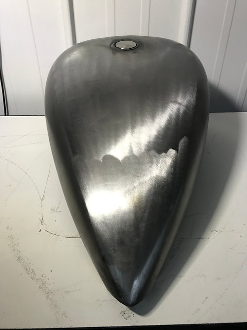 Custom stretched 17 litre fuel tank with flush pop up cap.