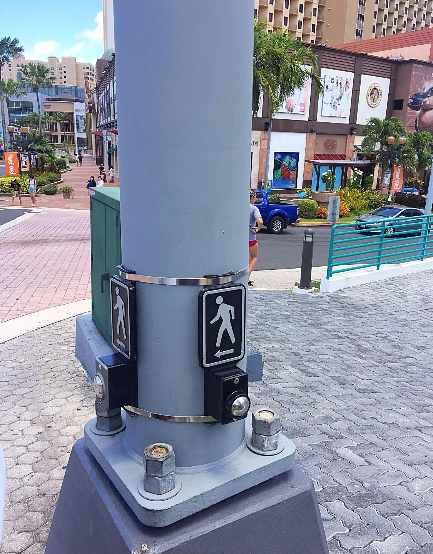 交差点 押しボタン