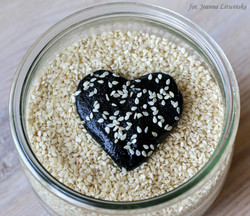 Chałwa z czarnego sezamu
