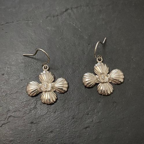 Cross shell and skull earrings silver