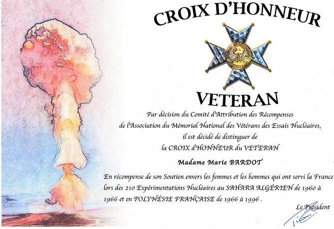 MARIE BARDOT A L'HONNEUR D'ÊTRE DISTINGUÉE DE  LA CROIX D'HONNEUR DU VÉTÉRAN