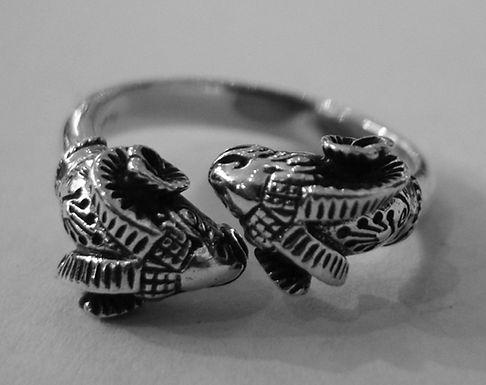 kissing rams ring