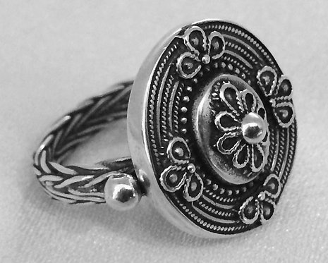 woven ornate shield ring