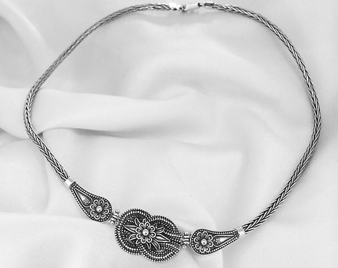 woven loveknot and lotusflower necklace