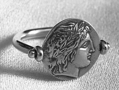 Apollo and lyre rotating coin ring