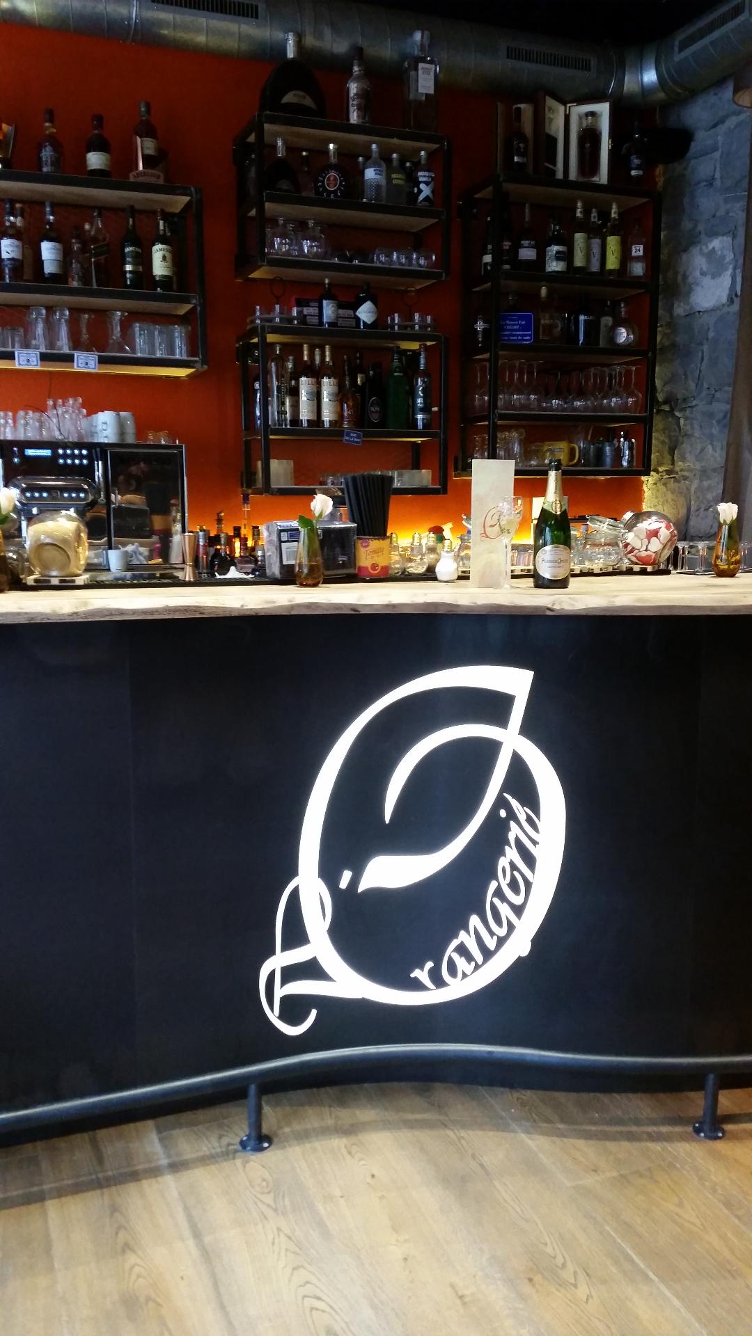 côté bar ( orangerie)