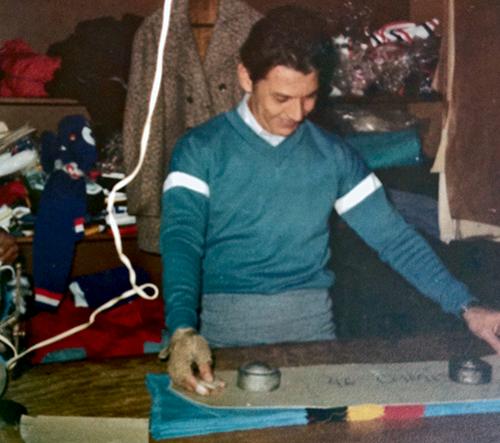 Nadir Ávila, posicionando o molde de uma Jersey de Lã em 1977, no Bom Retiro, onde sempre apareciam ciclistas da Caloi e Pirelli, praticamente todos os dias.