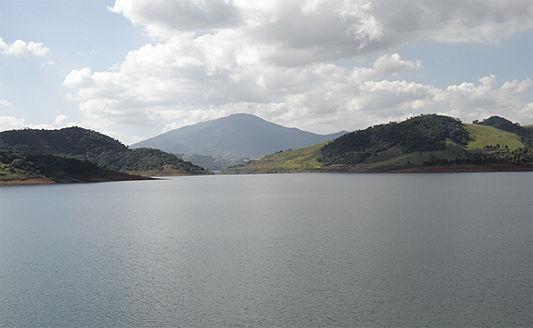 Com crise Cantareira volta a receber água do rio Paraíba do Sul.jpg